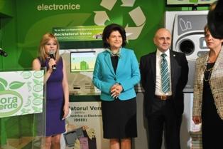 Ana Maria Florea-cora, Rovana Plumb si Nicolae Damov-Green Group