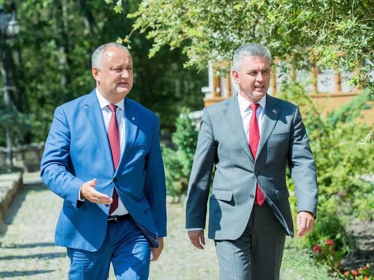 Dodon și liderul transnistrean poartă discuții, la Moscova, pentru obținerea vaccinului Sputnik V