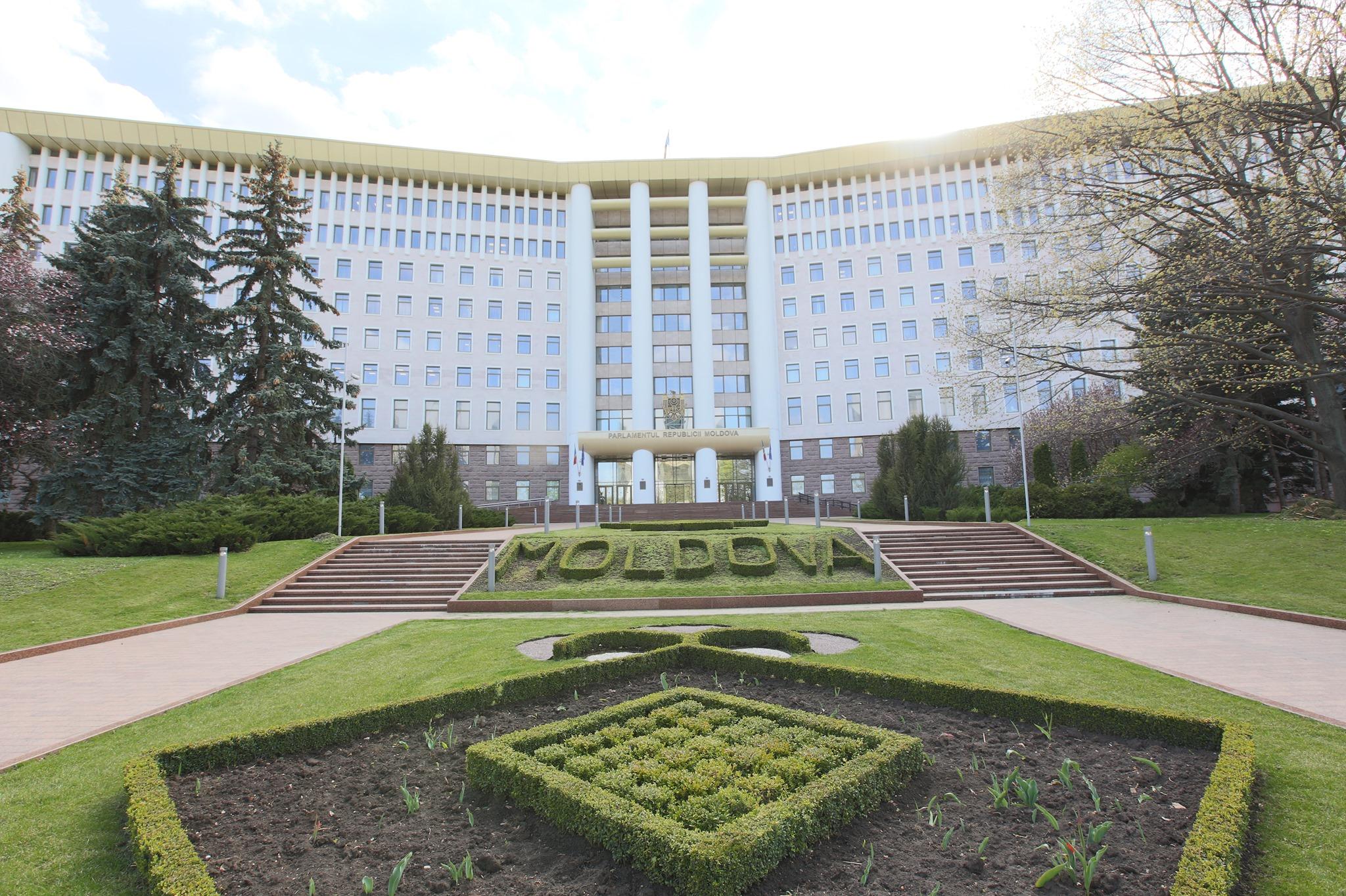 Chișinău: PAS cheamă partidele din Parlament la dialog. PSRM vrea acțiuni juridice pentru a depăși criza politică