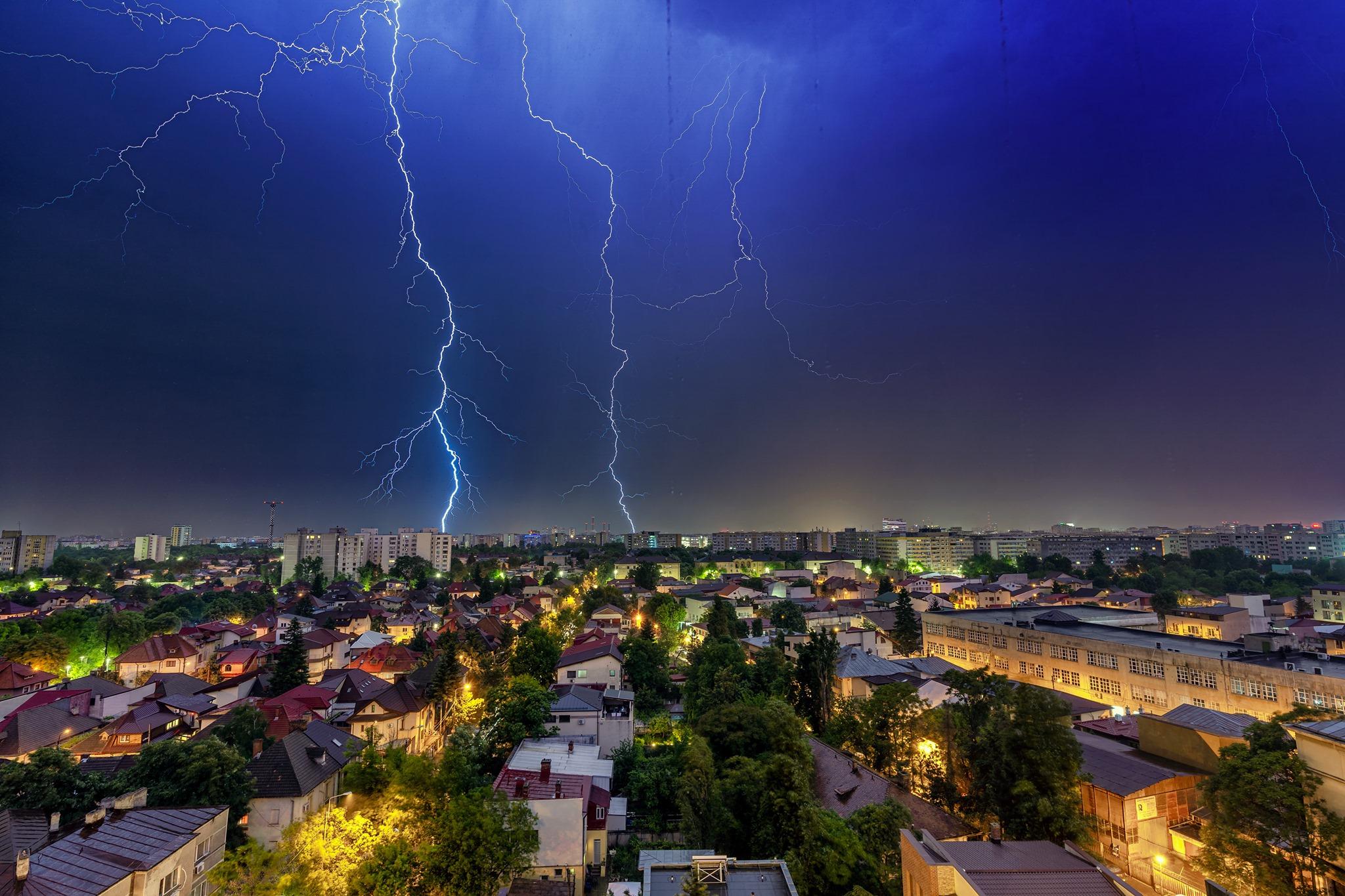 București: Vremea se încălzește, dar va continua să plouă