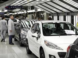 Probleme la Peugeot Citroen: opt mii de concediaţi