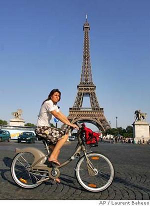 Francezii iubesc mersul pe două roţi
