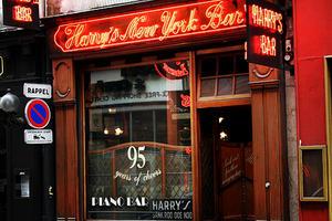 """Paris: """"Harry's Bar"""", locul unde se fac pariurile pentru prezidenţialele americane"""