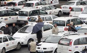 Taximetriştii francezi blochează circulaţia în marile oraşe