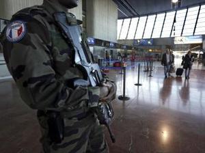 Măsuri de securitate sporite în Franţa după intervenţia din Mali