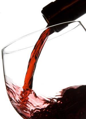 Francezii beau mai puţin, dar mai scump