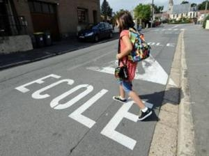 Tinerii francezi iau din nou drumul şcolilor
