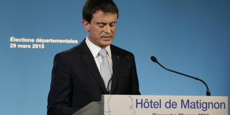 Premierul Manuel Valls comentând rezultatele turului II al departamentalelor (Foto: Reuters/Philippe Wojarez)