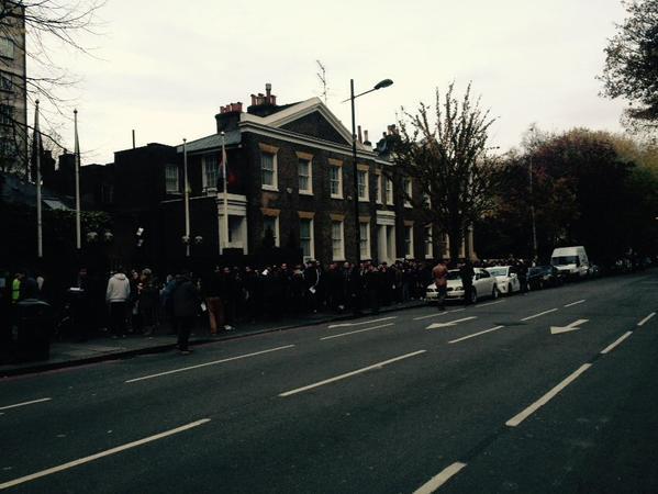 Coada la Londra, Kensington - foto: Mircea Barbu on Twitter