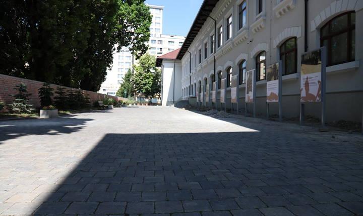 Curtea chesturii din Iași, unde 500 de evrei ar fi fost uciși după ce au suferit rele tratamente sau au fost împușcați. © Stéphanie Trouillard/France24