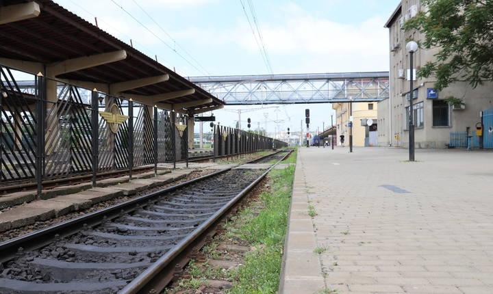 Un al doilea tren de 18 vagoane a fost format la 30 iunie și era format din 1.900 de evrei. Durează 8 ore pentru a parcurge 23 de kilometri până la Podu Iloaiei. Foamea, setea, căldura revendică multe victime. 1194 de oameni mor. © Stéphanie Trouillard/France24