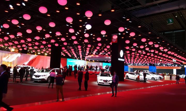 Standul Renault, firma-mamà a lui Dacia, la Mondialul auto Paris 2016
