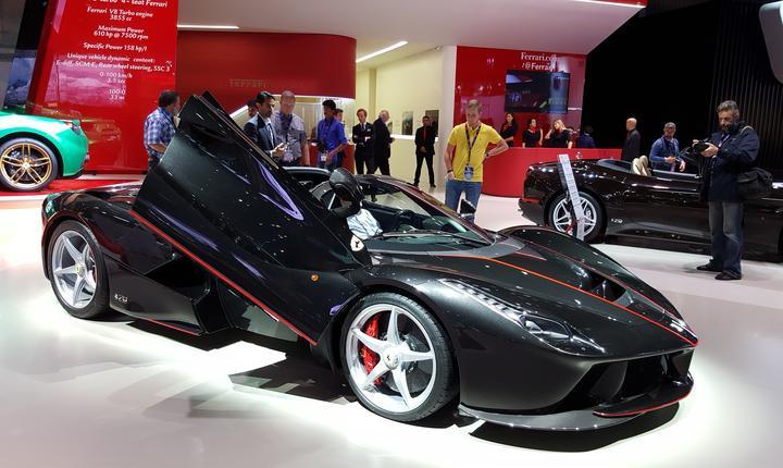 Ferrari GTC4, 610cp, motor V8, 0-100km/orà în 3 secunde si jumàtate
