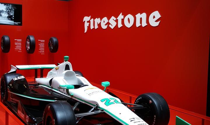 Standul fabricantului de pneuri Firestone