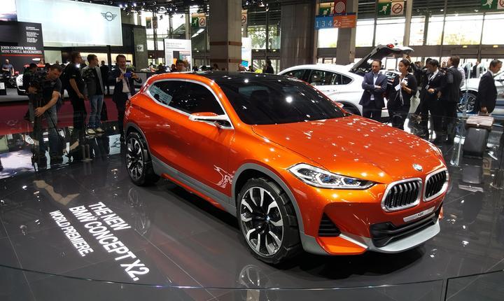 O noutate mondialà la Paris, BMW ConceptX2