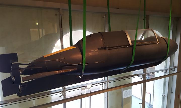 Submarin cu propulsie electricà, conceput de serviciile franceze, pentru a transporta discret doi agenti si materialul lor spre zona de operatiuni