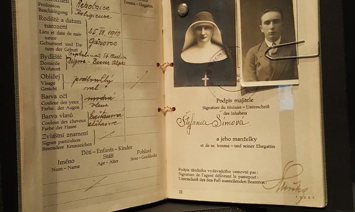 Pasaport al unui agent cehoslovac care opera sub acoperirea unei càlugàrite