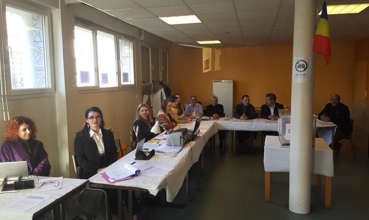 Sectia de votare nr. 87 de la Romainville, periferia esticà a Parisului