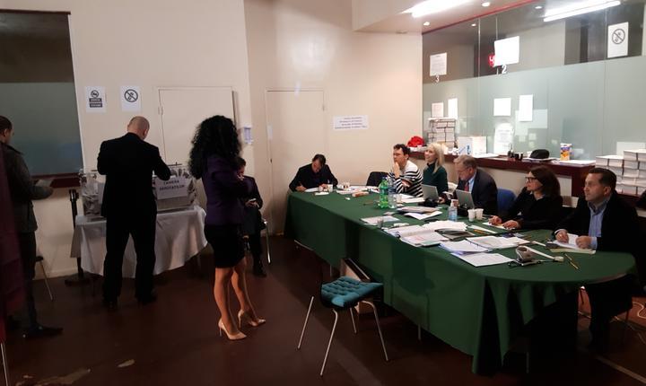 Sectia de votare din incinta consulatului României din Paris