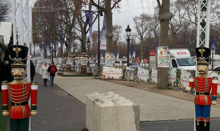 Incà dinaintea atentatului de la Berlin, accesul pe trotuarele pariziene a fost blocat de aceste urâte dar eficiente blocuri de beton