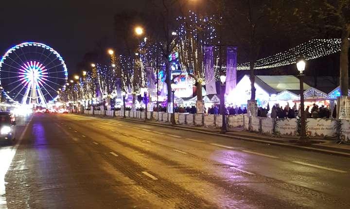 Târgul de Cràciun de pe Champs-Elysées se întinde la Rond-Point pânà la Place de la Concorde