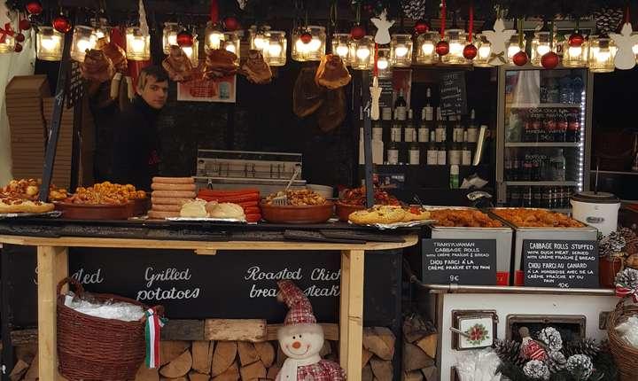 Standul unguresc de la Târgul de Cràciun de pe Champs-Elysées
