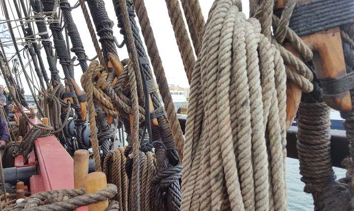 35km de funii sunt la bordul fregatei