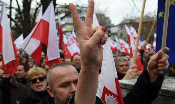 Manifestatie anti-guvernamentala în decembrie 2015 în Polonia