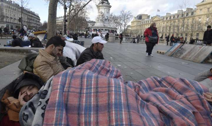 Refugiati afgani în Piata Republicii la Paris