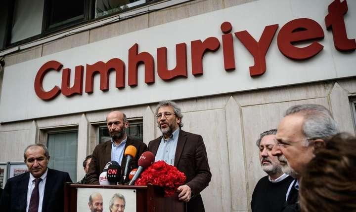 """Jurnalisti de la cotidianul """"Republica"""" (Cumhuriyet)"""