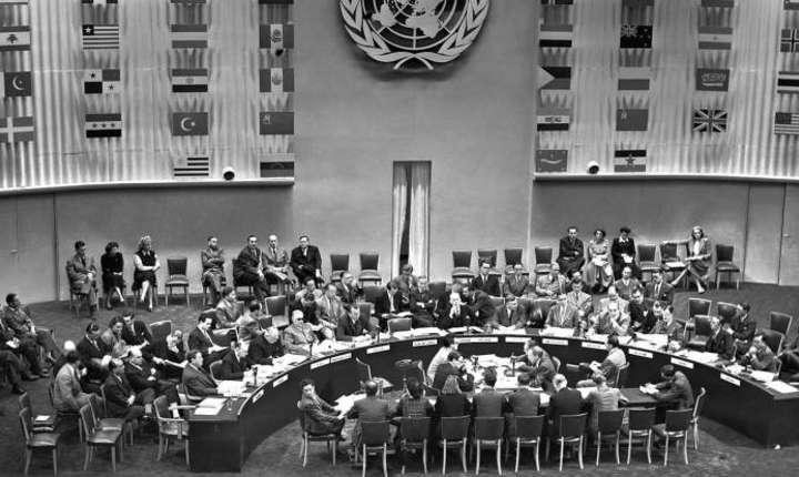 Semnarea Declaraţiei universale a drepturilor omului, la Paris, pe 16 septembrie 1948, la Palatul Chaillot