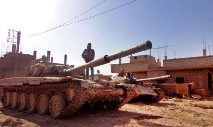 Tanc al armatei siriene în apropiere de Deir Ezzor