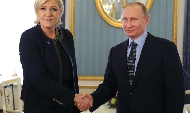 Marine Le Pe în cursul unei recente vizite la Moscova, primita de Vladimir Putin