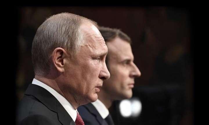 Vladimir Putin si Emmanuel Macron cu ocazia unei întîlniri precedente, la Paris, în mai 2017.