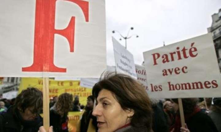 Manifestatie în Franta pentru denuntarea inegalitatilor care persista între femei si barbati