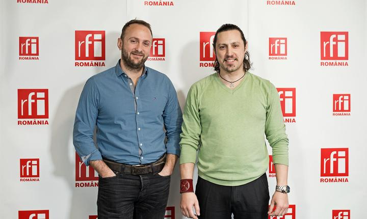 Vlad Bomboe și Dan Pavel in studioul RFI Romania
