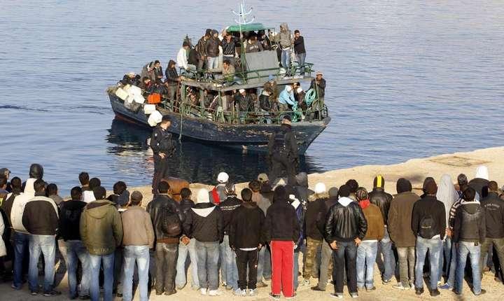 Migranti ajungînd pe insula Lampedusa în noiembrie 2017