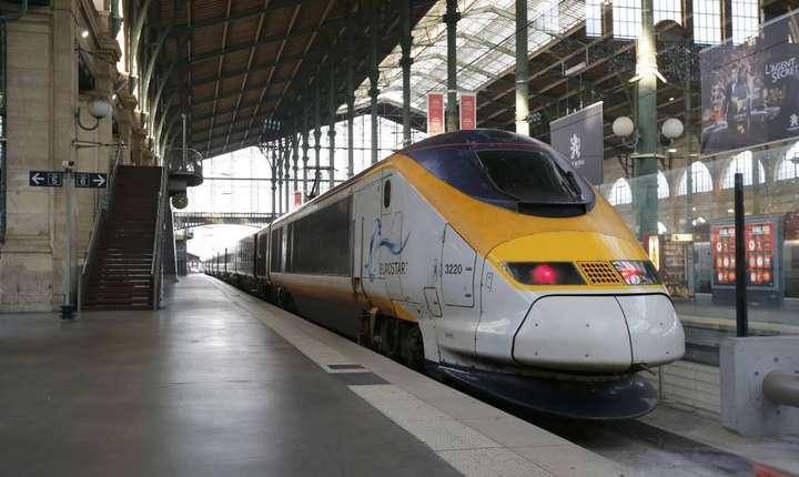 Trenul Eurostar în Gara de Nord la Paris