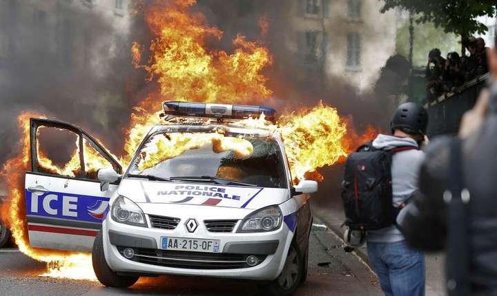 Atac împotriva poliţiştilor, 18 mai 2016, Paris, Place de la République