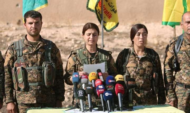 Comandanti ai Fortelor democratice siriene înaintea unei ofesnsive la Raqa.