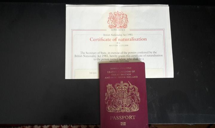 Certificat de naturalizare și pașaport britanic