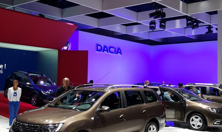 Standul Dacia la Mondialul automobilului de la Paris 2016
