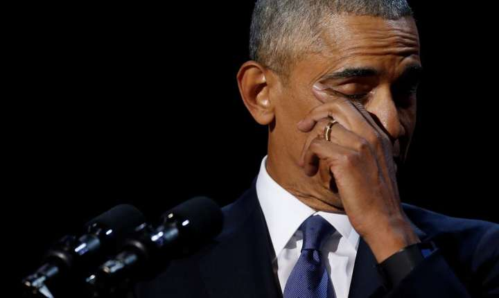 Barack Obama stergîndu-si o lacrima la ultimul discurs pronuntat în calitate de presedinte al Statelor Unite, pe 10 ianuarie la Chicago.  REUTERS/Jonathan Ernst
