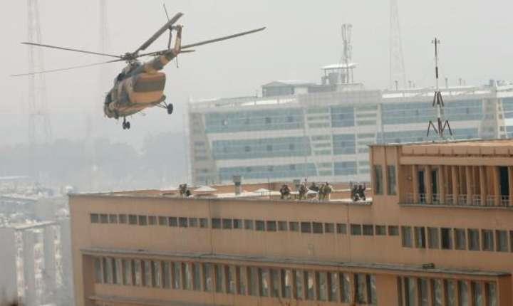 Forte afgane pe acoperisul spitalului militar atacat de jihadisti la Kabul, 8 martie 2017