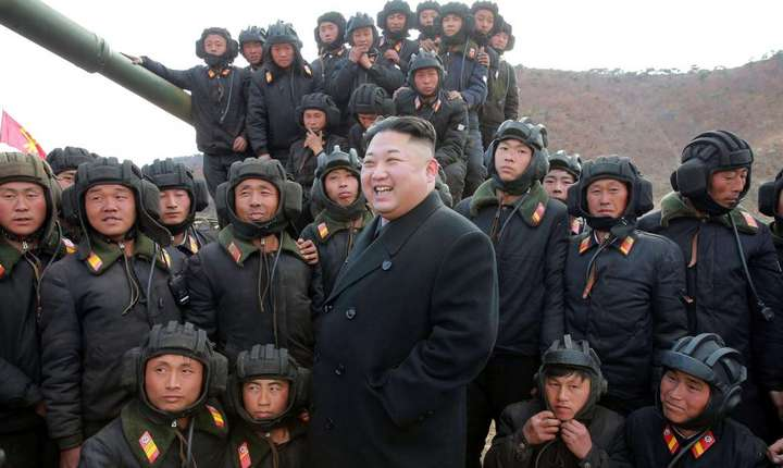 Kim Jong-Un în inspectie militara