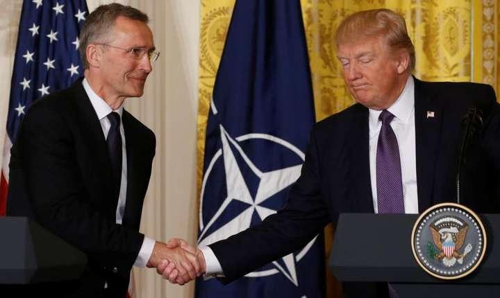 Secretarul general NATO Jens Stoltenberg si Donald Trump la Casa Alba