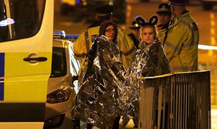 In fata salii de concert de la Manchester, dupa atentat...