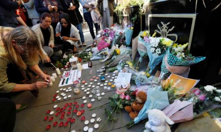 Omagii aduse victimelor de la Manchester