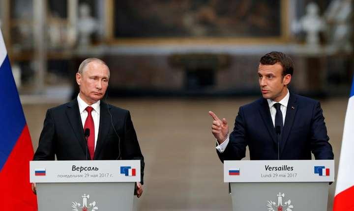 Presedintele rus Vladimir Putin si presedintele francez Emmanuel Macron la Versailles pe 29 mai.