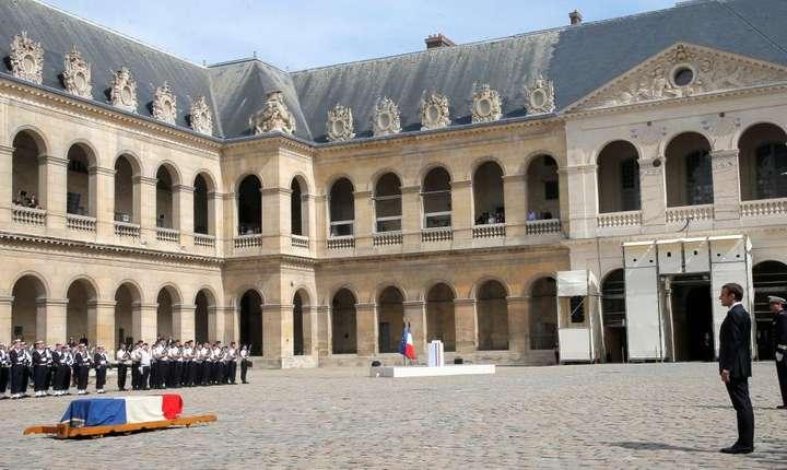 Ceremonie în memoria lui Simone Veil în curtea de onoare a Palatului Invalizilor